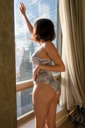 Kamylia live escort & erotic massage