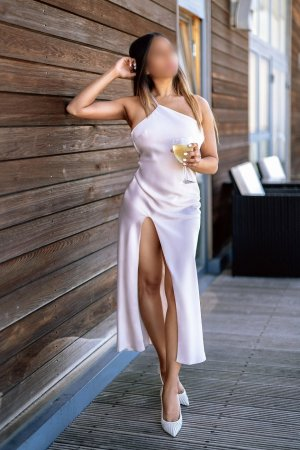 Marie-prisca live escort, thai massage