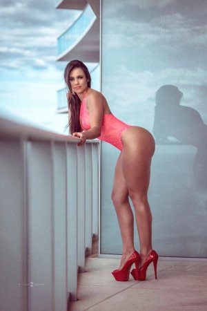 Guillaumette cheap call girl and erotic massage