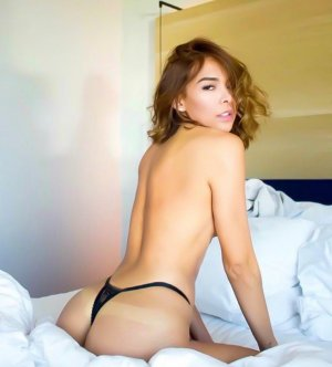 Adelia call girl & thai massage